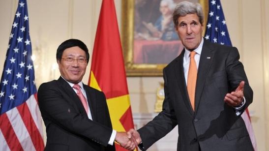 Pham Binh Minh and John Kerry.jpg