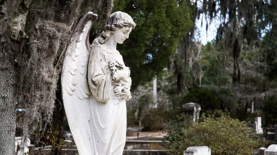 Angel in Savannah Cemetery.jpg